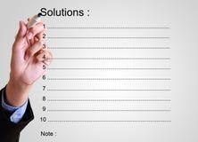 Lista da solução da escrita do homem de negócios com nota Imagem de Stock Royalty Free