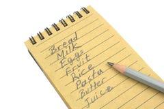 Lista de compras con el lápiz natural del papel y de ventaja Fotos de archivo libres de regalías
