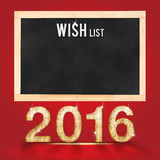 Lista de objetivos pretendidos por 2016 anos no quadro-negro no backgro vermelho da sala do estúdio Foto de Stock Royalty Free