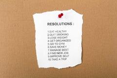 Lista de resoluciones fijadas a un tablón de anuncios fotografía de archivo libre de regalías