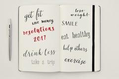 Lista de resoluciones para 2017 en un cuaderno Fotos de archivo libres de regalías