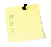 Lista de tumulto amarela com pushpin e checkboxes Fotografia de Stock Royalty Free