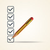 Lista de verificação com um lápis amarelo Imagens de Stock Royalty Free