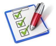 Lista de verificação na prancheta e na pena Fotografia de Stock Royalty Free