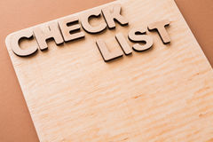 Lista de verificación, tablero de madera, espacio de la copia Fotos de archivo