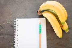 Lista di acquisto con i frutti sani Immagini Stock