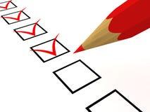 Lista di assegno con la matita rossa su bianco Immagini Stock