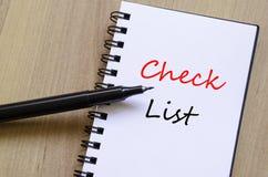 Lista di controllo bianca del blocco note Fotografie Stock Libere da Diritti