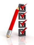 Lista di controllo con la matita rossa su fondo bianco Fotografie Stock
