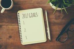 Lista dos objetivos da vista superior 2017 com caderno Imagem de Stock Royalty Free