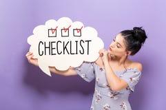 Lista kontrolna z kobietą trzyma mowa bąbel obrazy stock