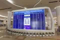 lista odjazdy przy Dubai International lotniskiem fotografia stock
