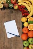 Lista zakupów i świeże owoc Zdjęcia Royalty Free
