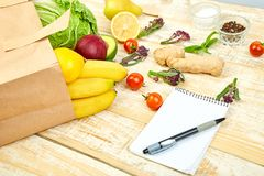 Lista zakupów, przepis książka, dieta plan Grocering pojęcie fotografia royalty free