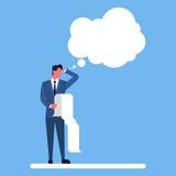 Liste de contrôle de prise d'homme d'affaires la longue considèrent la bulle de pensée de causerie illustration libre de droits