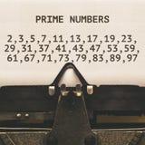 Liste de nombres premiers en-dessous de 100, type auteur à partir de 1920 s de vintage Photo stock