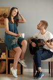 Listenting romantyczna ballada zdjęcia royalty free