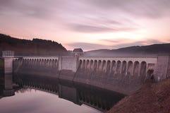 Lister della diga del bacino idrico di tramonto Fotografie Stock