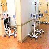 Listo de sistema automático moderno del intravenoso para los pacientes imágenes de archivo libres de regalías