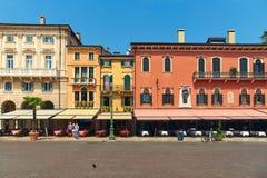 Liston den breda trottoaren på piazzabehån i Verona, Italien fotografering för bildbyråer