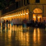 Liston på natten, Corfu stad Royaltyfria Bilder