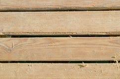 Listones de madera con un poco de arena Foto de archivo