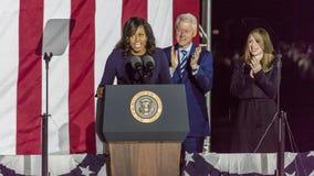 LISTOPAD 7, 2016, niezależność HALL, PFIL , PA - Bill i Chelsea Clinton Mezvinsky powitania Pierwszy dama Michelle Obama przy wyb Zdjęcia Stock