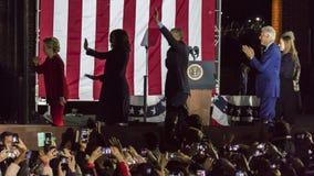 LISTOPAD 7, 2016, niezależność HALL, PFIL , PA - Hillary Clinton Trzyma wybory wigilię Wydostawał Się głosowanie wiec Z Bruce Spr Obraz Stock