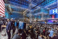 LISTOPAD 8, 2016, wybory noc przy Jacob K Javits Ześrodkowywa - miejsce wydarzenia dla Demokratycznego prezydenckiego kandydat Hi Zdjęcia Royalty Free