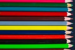 Listras coloridas horizontais do backg de madeira colorido dos lápis Imagem de Stock