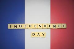 Listy z teksta dniem niepodległości na flaga państowowa France Fotografia Stock