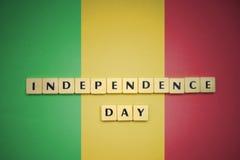 Listy z teksta dniem niepodległości na flaga państowowa Mali Fotografia Stock