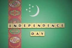 Listy z teksta dniem niepodległości na flaga państowowa Turkmenistan zdjęcia royalty free