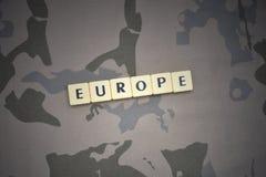 Listy z tekstem Europe na khakim tle opancerzenia napadu ciała zakończenia pojęcia flaga zieleni m4a1 militarny karabinu s strzał Zdjęcia Royalty Free
