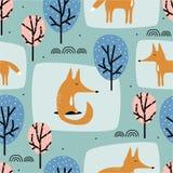 Lisy i drzewa, dekoracyjny tło Kolorowy śliczny bezszwowy wzór z zwierzętami royalty ilustracja