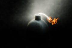 Lit-bom met een brandende zekering stock foto
