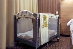 Lit de bébé pour des nouveaux-nés image libre de droits