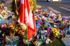 Lit de fleur consacré des victimes de tir de Las Vegas images stock