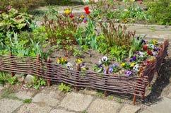 Lit de fleur décoratif dans le jardin Images libres de droits