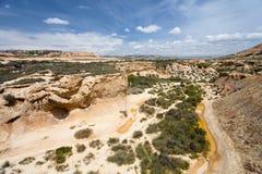 Lit de la rivière sec dans Bardenas Reales, Navarra, Espagne Photographie stock libre de droits