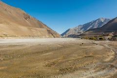 Lit de rivière au loin et presque sec Image libre de droits