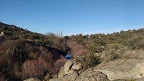 Lit de rivière dans les roches Image stock