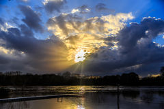 Lit inundado de Alabama River pelo por do sol excitante Fotos de Stock