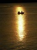 Lit par les rayons de coucher du soleil images libres de droits