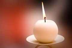 Lit-runde Kerze Stockbild