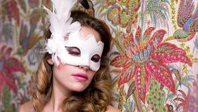 Lit sexy de masque de femme banque de vidéos