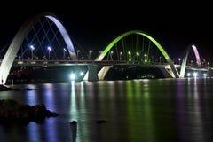 Lit van de Jkbrug omhoog bij Nacht Stock Foto's