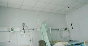 Lit vide dans l'hôpital moderne banque de vidéos