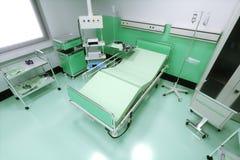 Lit vide dans une chambre d'hôpital illustration stock