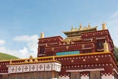 LITANG, КИТАЙ - 17-ое июля 2014: Ganden Thubchen Choekhorling Monast Стоковые Изображения RF